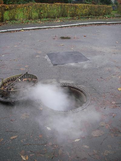 Nebel aus Schmutzwasserschacht